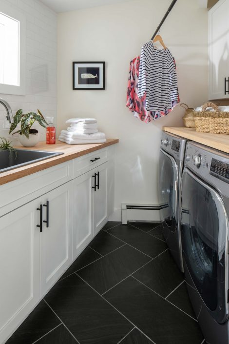 Laundry room with sink and hanging line